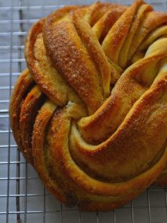 Estonian Kringle - A beautiful shaped loaf with cinnamon sugar