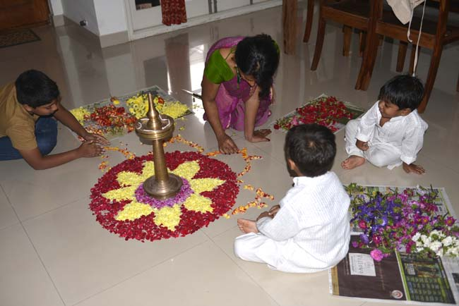 Making Pookkalam