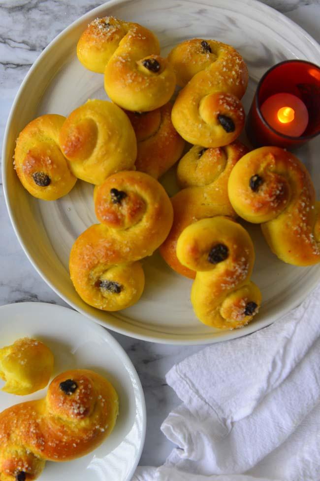 St. Lucia Buns , Lessekatter ot Lucia rolls - the swedish saffron buns