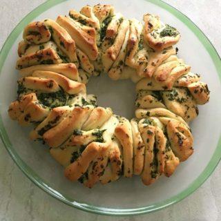 Parsley Garlic Wreath Bread