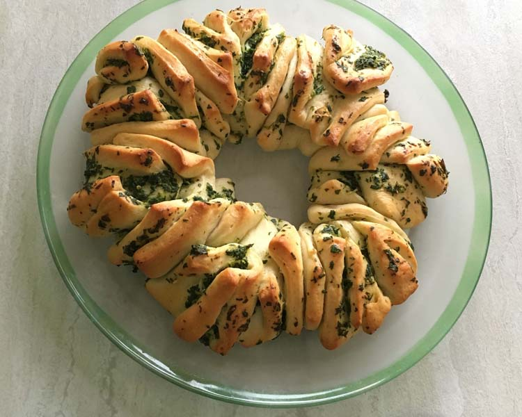 Parsley Garlic Wreath Bread