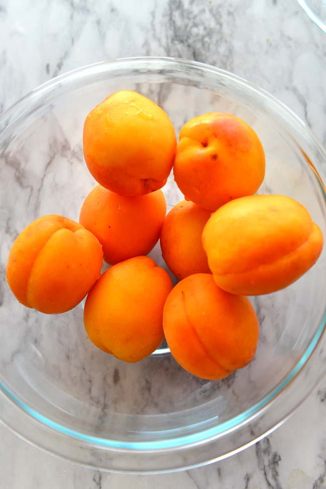 A bowl of Apricots